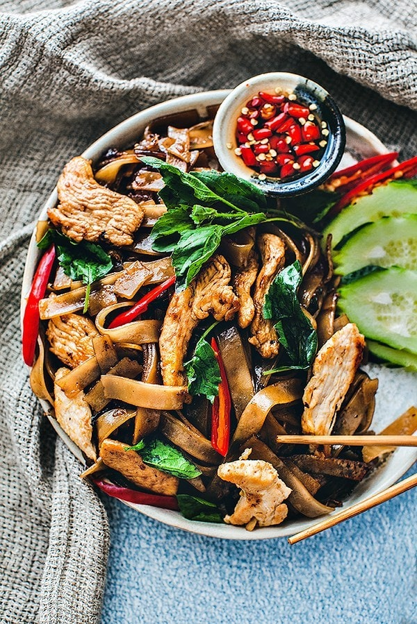Thai drunken noodles recipe, a very popular and tasty Thai noodle dish full of bold flavors from the holy basil, chili peppers and hearty rice noodles. #drunkennoodles #thaidrunken noodles
