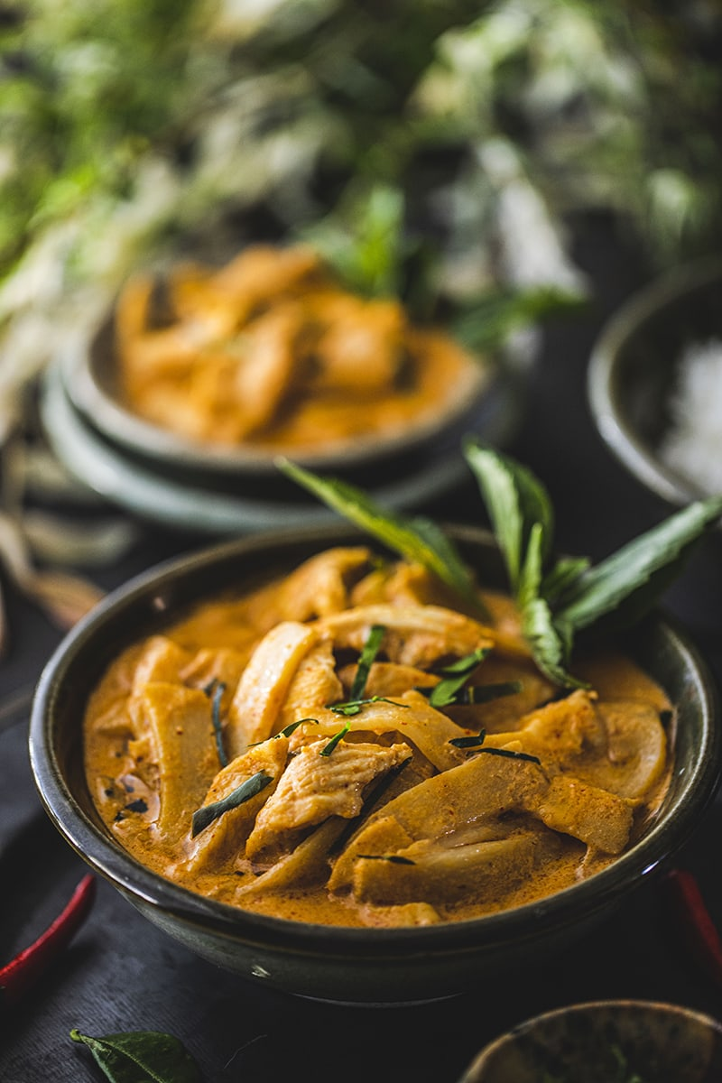 This easy Thai red curry recipe with chicken is delicious and creamy from the coconut milk and the flavorful red curry paste.#thairedcurry #easythairedcurry #thairedcurryrecipe