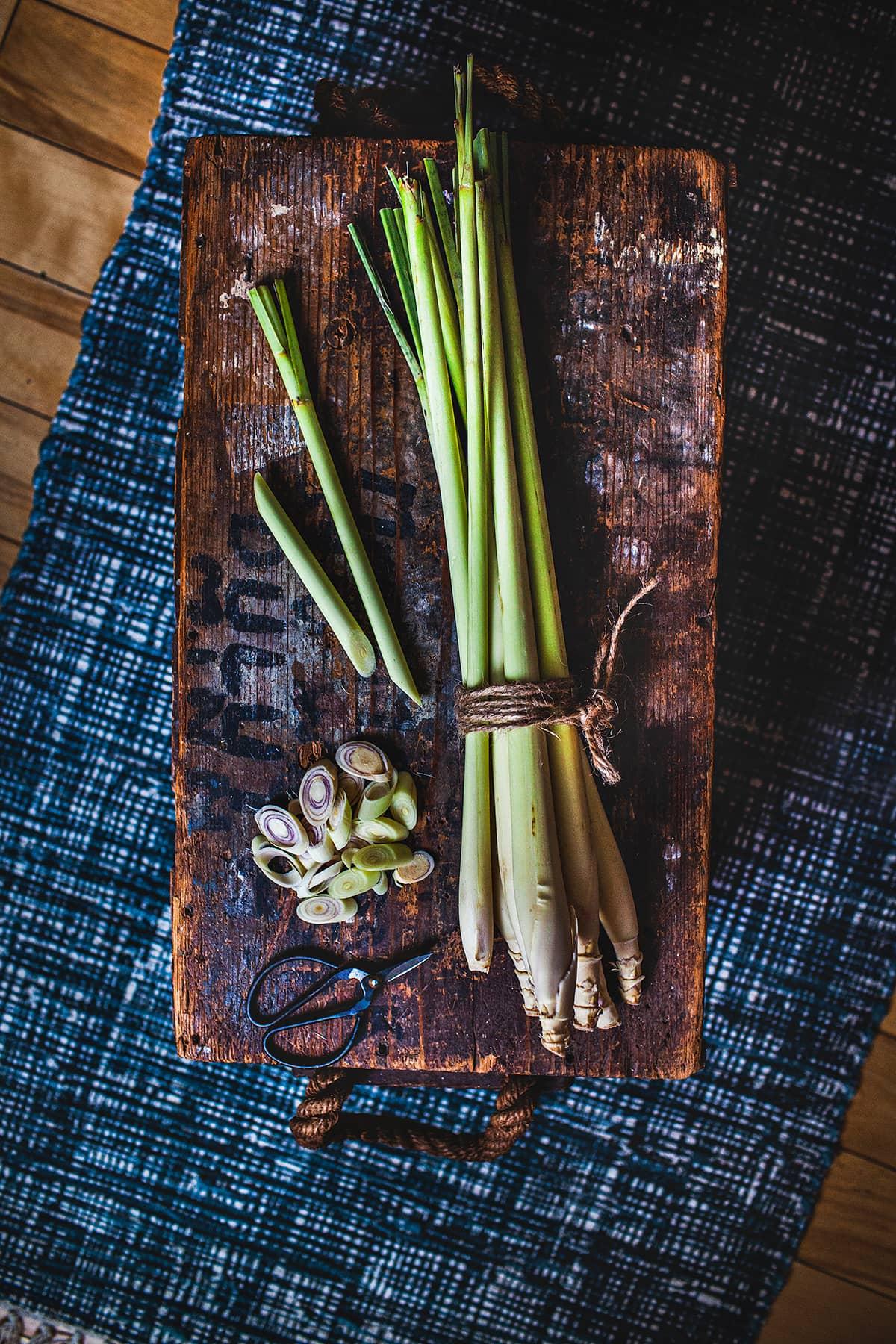 Lemongrass, one of the main herbs used in countless recipes in the Thai cuisine. #lemongrass #tthaifood #thaiherbs #lemongrassrecipes