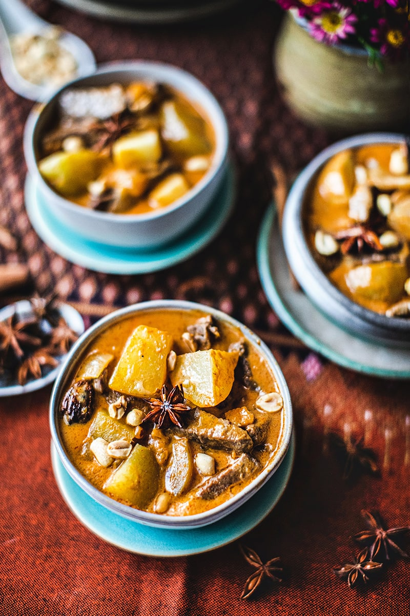 Massaman curry is Southern Thai curry that is mild yet full of creamy flavors from the Massaman curry paste. This easy and quick beef Massaman curry recipe uses only four spices: cinnamon sticks, star anise, cardamom, and bay leaf. The simplicity makes this recipe a perfect dinner that you can put together in less than 30 minutes! #beefmassamancurryrecipe #massamacurry #beefmassaman #massamancurryrecipe #massamanrecipe
